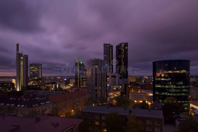 爱沙尼亚: 在塔林之上的紫色天空 库存照片