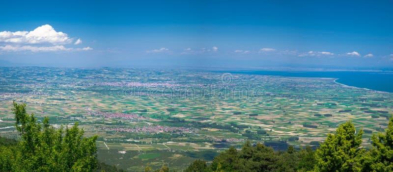 爱琴海和从奥林匹斯山山看见的Khalkidiki或Halkidiki半岛Thermaikos海湾全景在希腊 库存图片