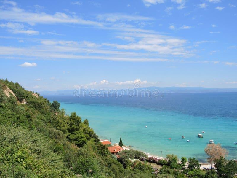 ?? 爱琴海的海岸 Afitos村庄 免版税库存照片