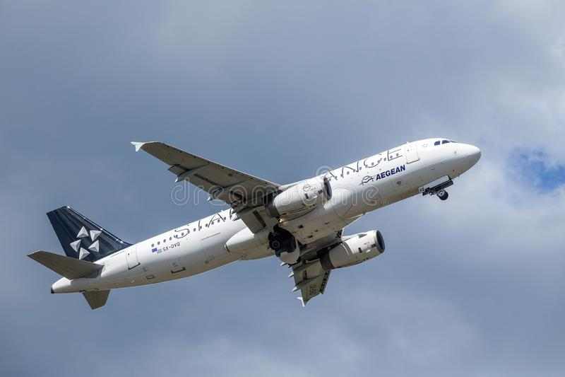 爱琴海航空公司,星空联盟,空中客车A320 - 200离开 库存图片
