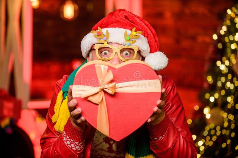 爱的时间 冬季假日购物 庆祝 留着胡子的人去购物 xmas礼物 新年快乐 秘圣 库存照片