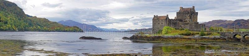 爱莲・朵娜城堡和海湾全景  免版税库存图片