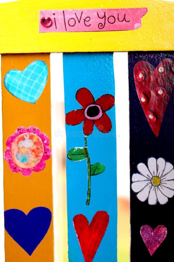 爱言情多愁善感艺术拼贴画心脏花瓣开花颜色黄色桃红色深蓝色红色紫色桃红色华伦泰 库存图片