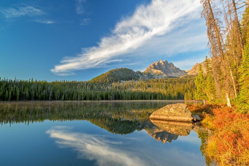 爱达荷山的美丽的湖 免版税库存照片