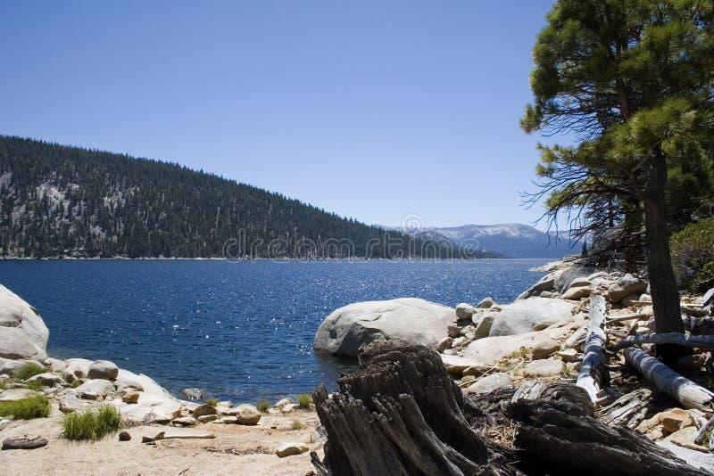 爱迪生风景湖的山 免版税库存图片