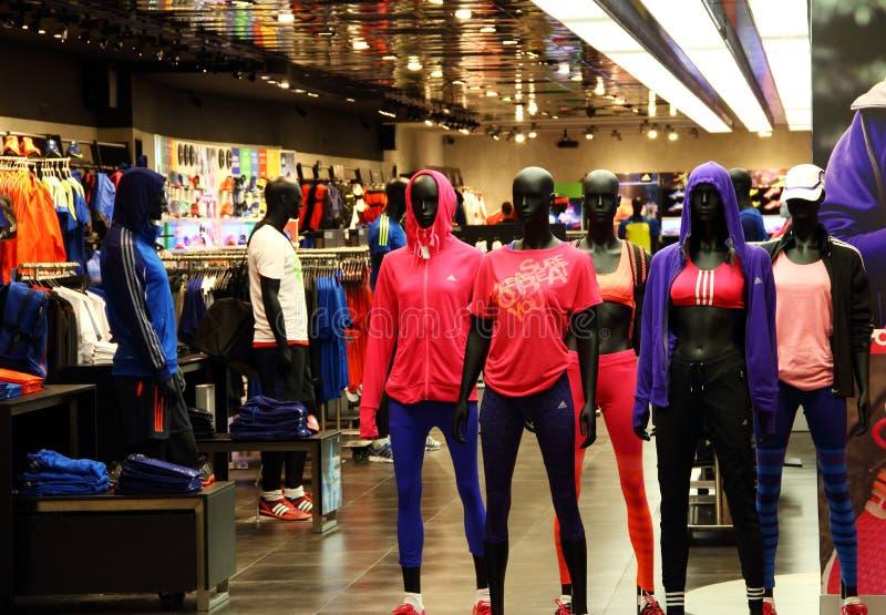 爱迪达炫耀零售店 免版税库存图片
