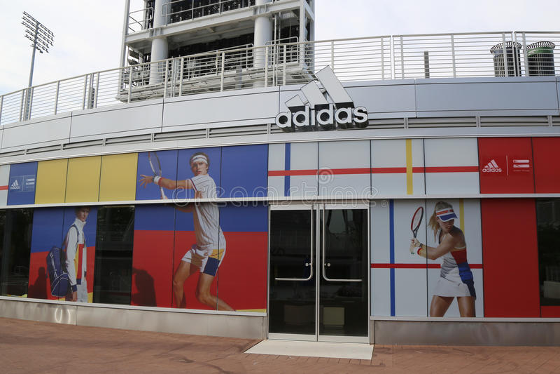 爱迪达由Pharrell威廉斯介绍新的网球收藏在美国公开赛期间2017年 库存图片