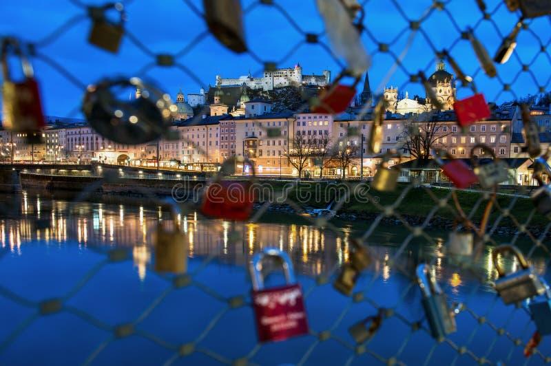 爱锁和Hohensalzburg城堡在萨尔茨堡,奥地利 库存照片