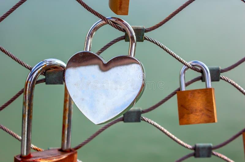 爱锁-心形的空白的挂锁 免版税库存图片