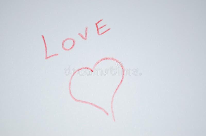 `爱`在与心脏的本文被写 免版税库存图片