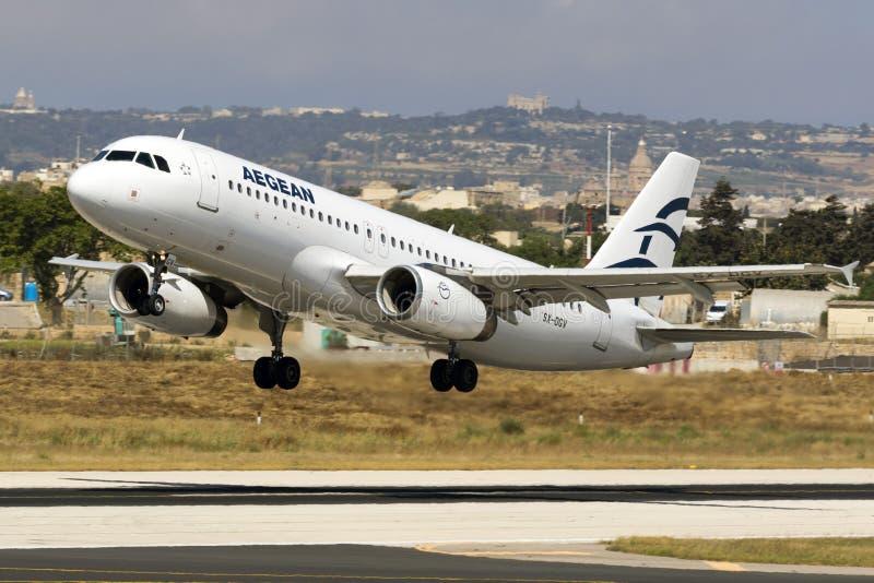 爱琴海A320离开 库存照片