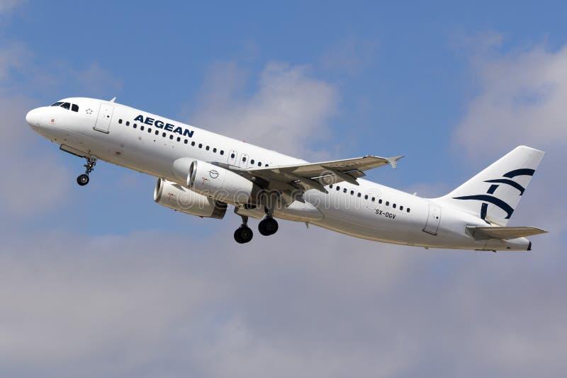 爱琴海A320离开 免版税库存图片