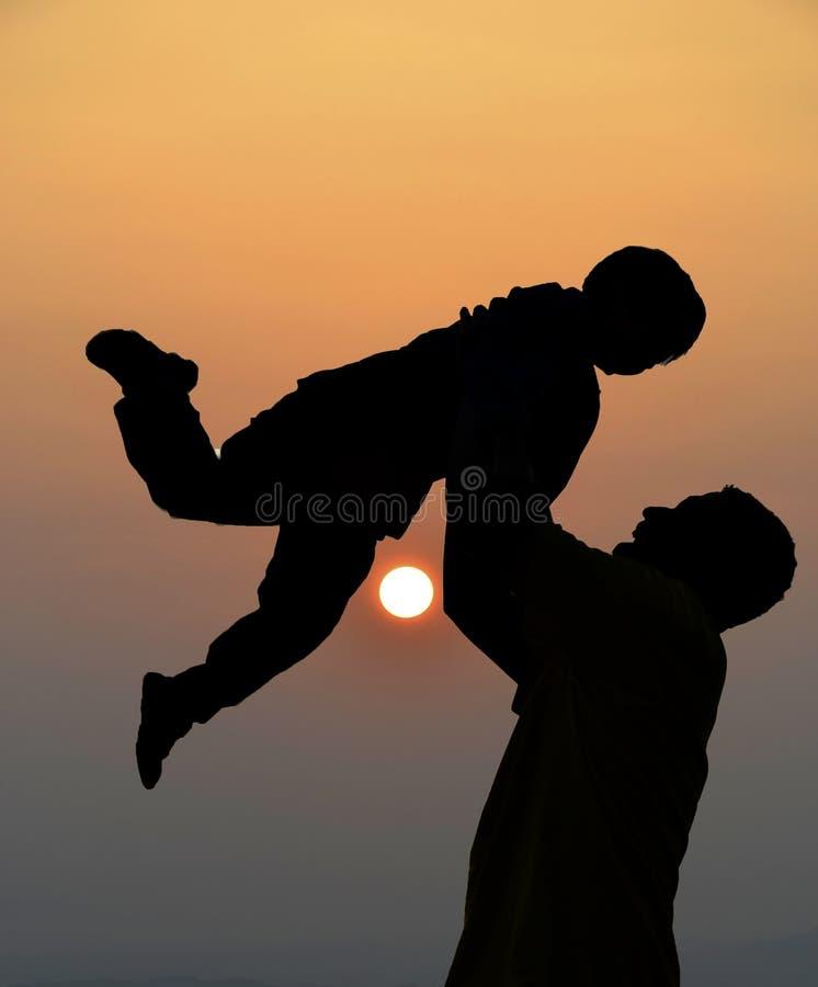 父亲和儿子剪影  库存图片