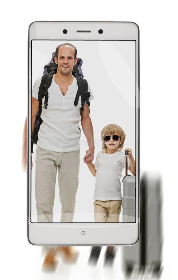 父亲和儿子有行李的 库存照片