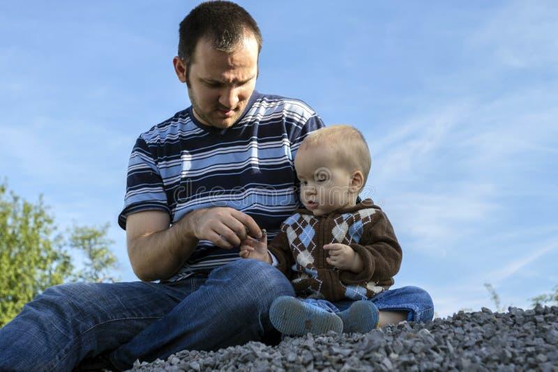 父亲和儿子本质上 库存图片