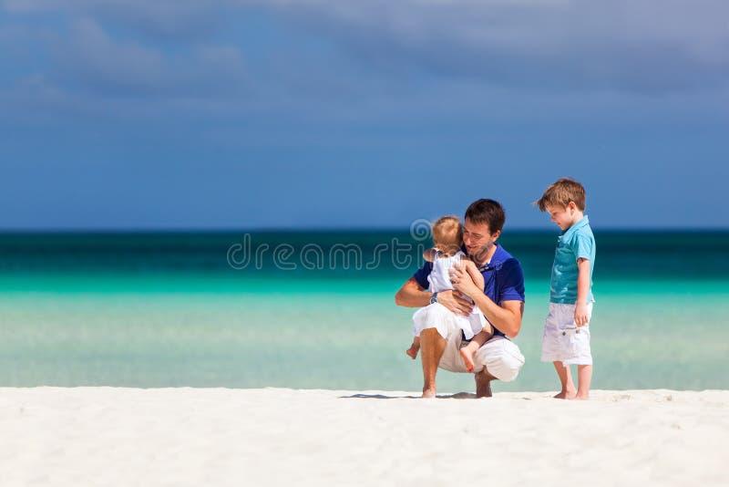父亲和孩子在度假 库存图片