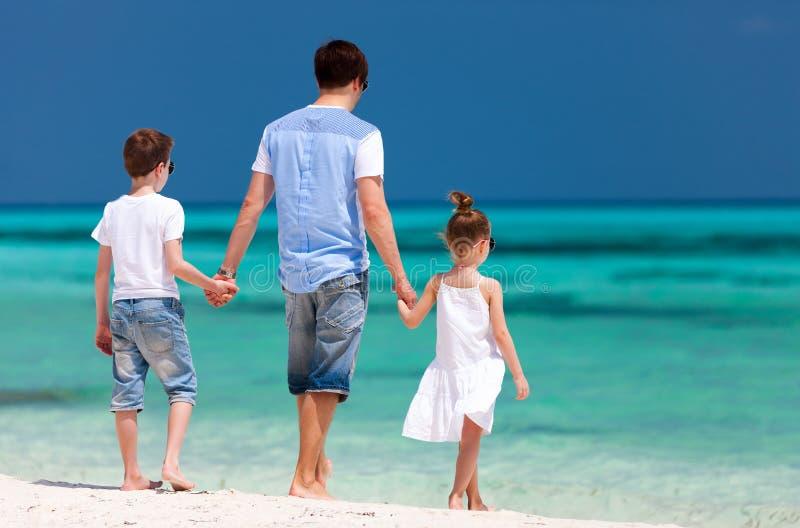 父亲和孩子暑假 免版税库存照片