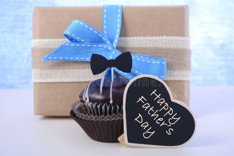 父亲节杯形蛋糕礼物 库存图片