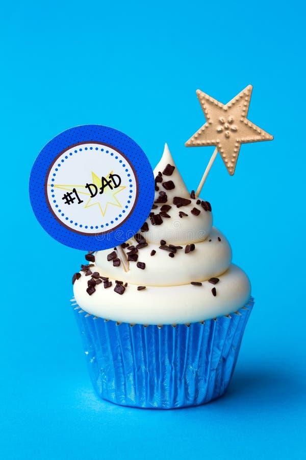父亲节杯形蛋糕 免版税库存图片