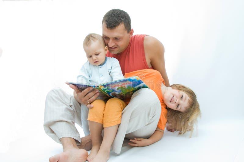 父亲读取 免版税库存照片