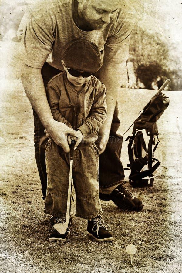 父亲高尔夫球作用儿子 皇族释放例证