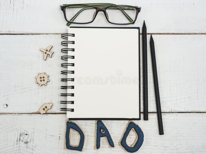 父亲` s祝贺的空白的笔记本 免版税库存照片