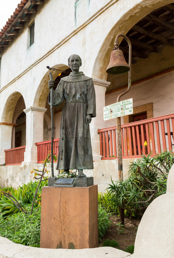 父亲Junipero Serra雕象圣芭卜拉任务 免版税库存照片