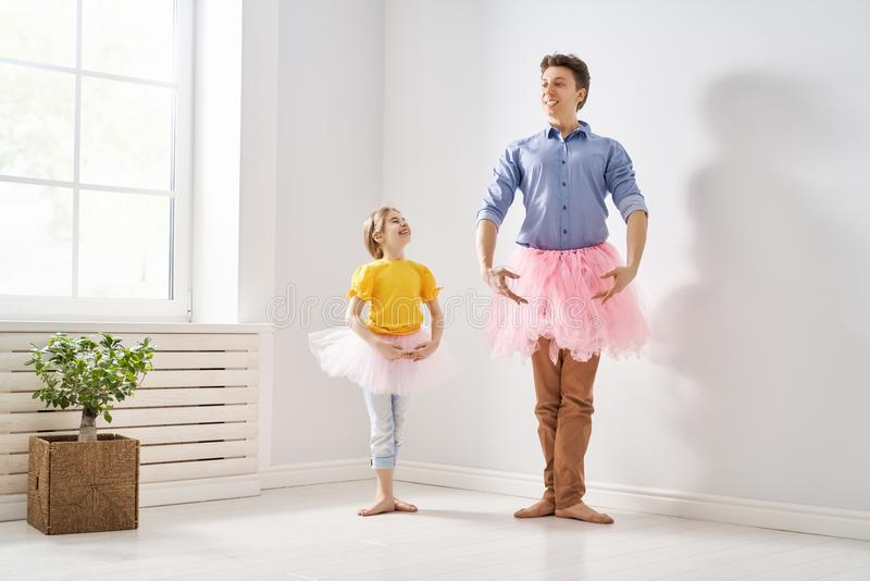 爸爸和他儿童使用 免版税图库摄影