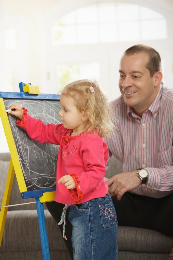 爸爸女儿图画注意 免版税库存照片