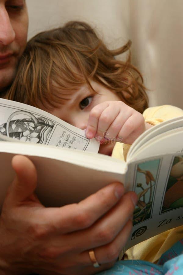爸爸读取 库存图片