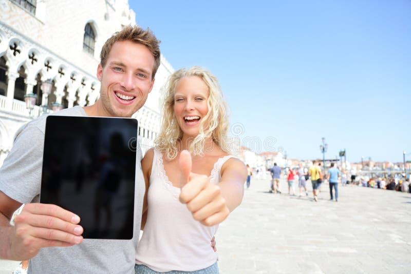 片剂在旅行的计算机夫妇在威尼斯 库存图片