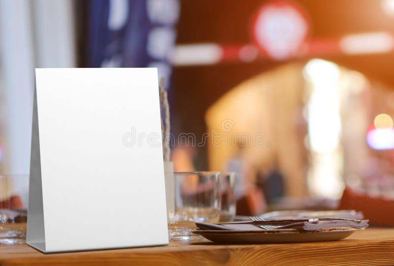 片剂帐篷健谈的人增进菜单卡片白色空白空嘲笑设计和模板3d翻译的 免版税库存照片