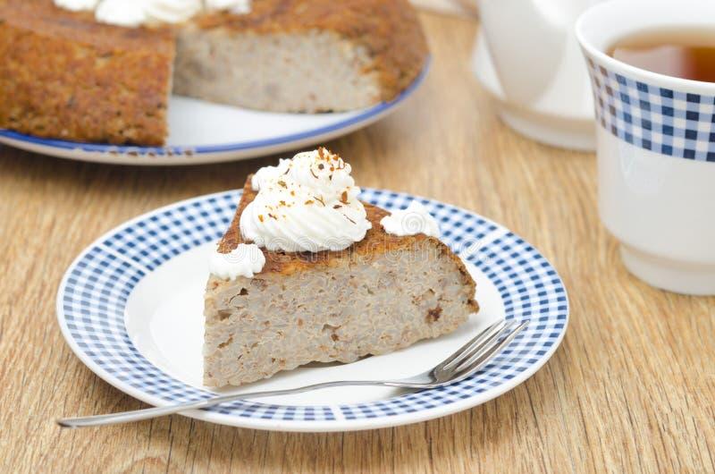 Download 片断蛋糕(krupenik)与水平凝乳的奶油 库存照片. 图片 包括有 奶油甜点, 牌照, 可口, 叉子 - 30334234