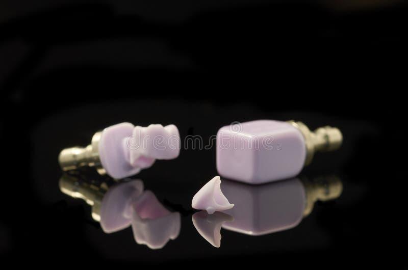 牙、锂Disilicate槽牙和块玻璃陶瓷为 免版税库存图片