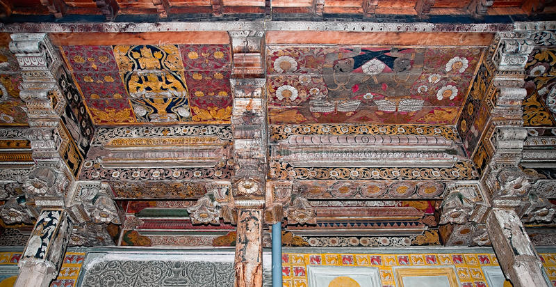 牙寺庙主要寺庙内部在斯里兰卡。 免版税库存照片