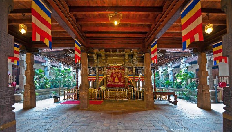 牙的寺庙内部在康提,斯里兰卡 库存照片