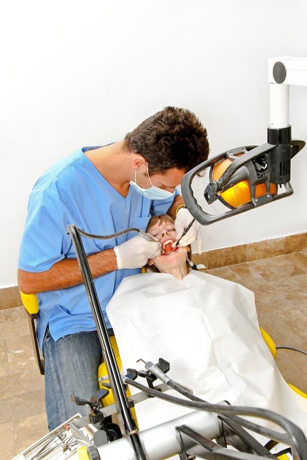 牙科医生干预 库存图片
