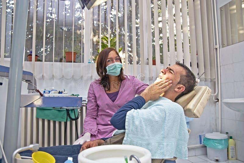 牙科医生痛苦 库存图片