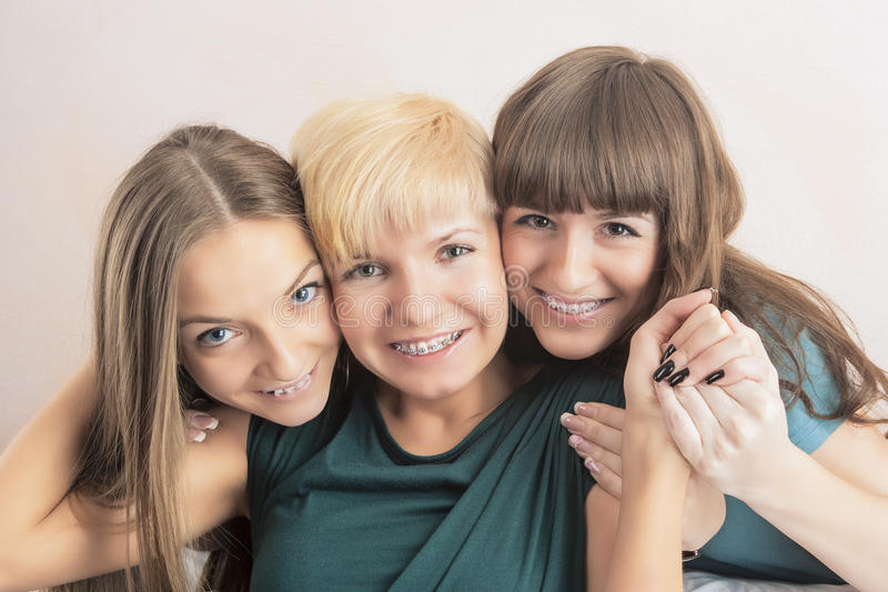 牙齿健康与卫生概念:有Teet的三位小姐 库存图片