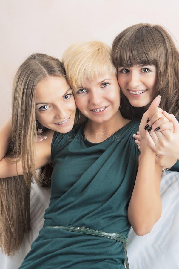 牙齿健康与卫生概念:有Teet的三位小姐 免版税库存图片