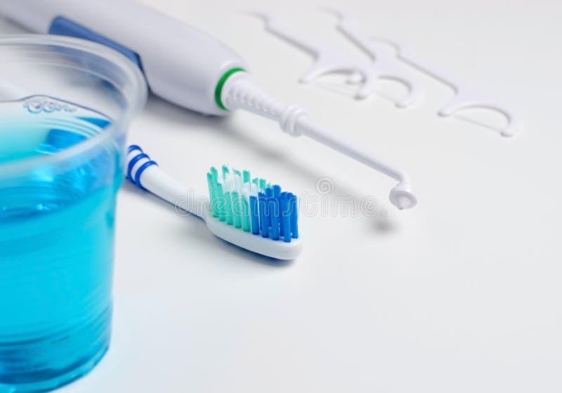 牙齿口头irrigator,牙刷,牙线,漱口 ?a 免版税图库摄影