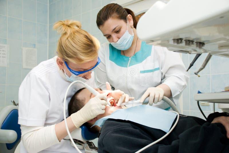 牙齿处理 免版税库存图片