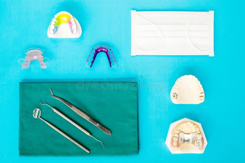 牙齿工具和保留 免版税库存照片