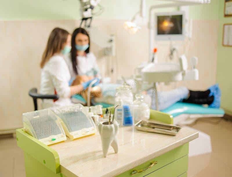 牙齿工具 医疗设备 免版税库存图片