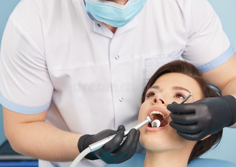 牙齿的诊所 牙齿办公室 免版税库存照片