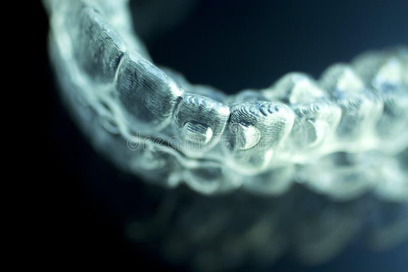 牙齿直线对准器牙托无形的括号 图库摄影