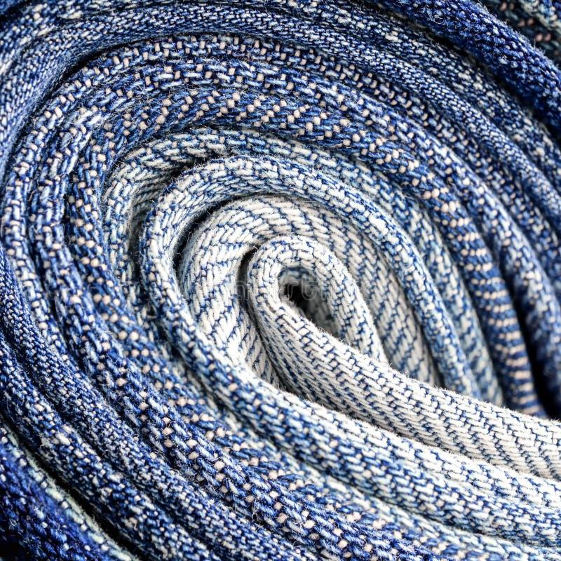 牛仔布织品纹理的抽象背景关闭 免版税库存图片
