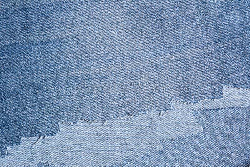 牛仔布织品细片,参差不齐地被切开的牛仔裤 免版税图库摄影