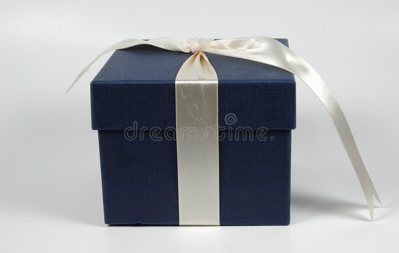 牛仔布giftbox 免版税库存照片