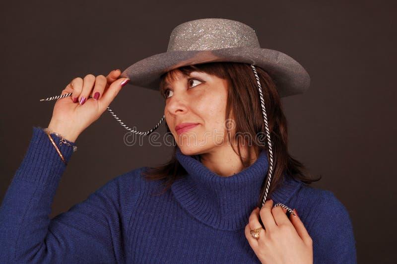 牛仔帽俏丽的妇女 免版税库存图片